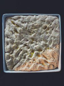 Ciasto na foccacie rośnie
