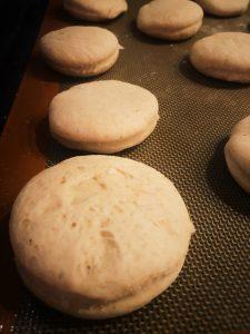 Drożdżowe muffiny angielskie - przepis Thermomix