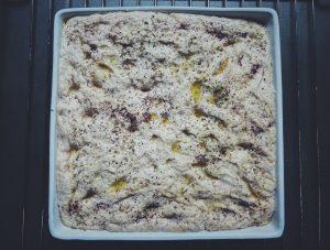 Foccacia ciasto - przed wstwieniem do piekarnika