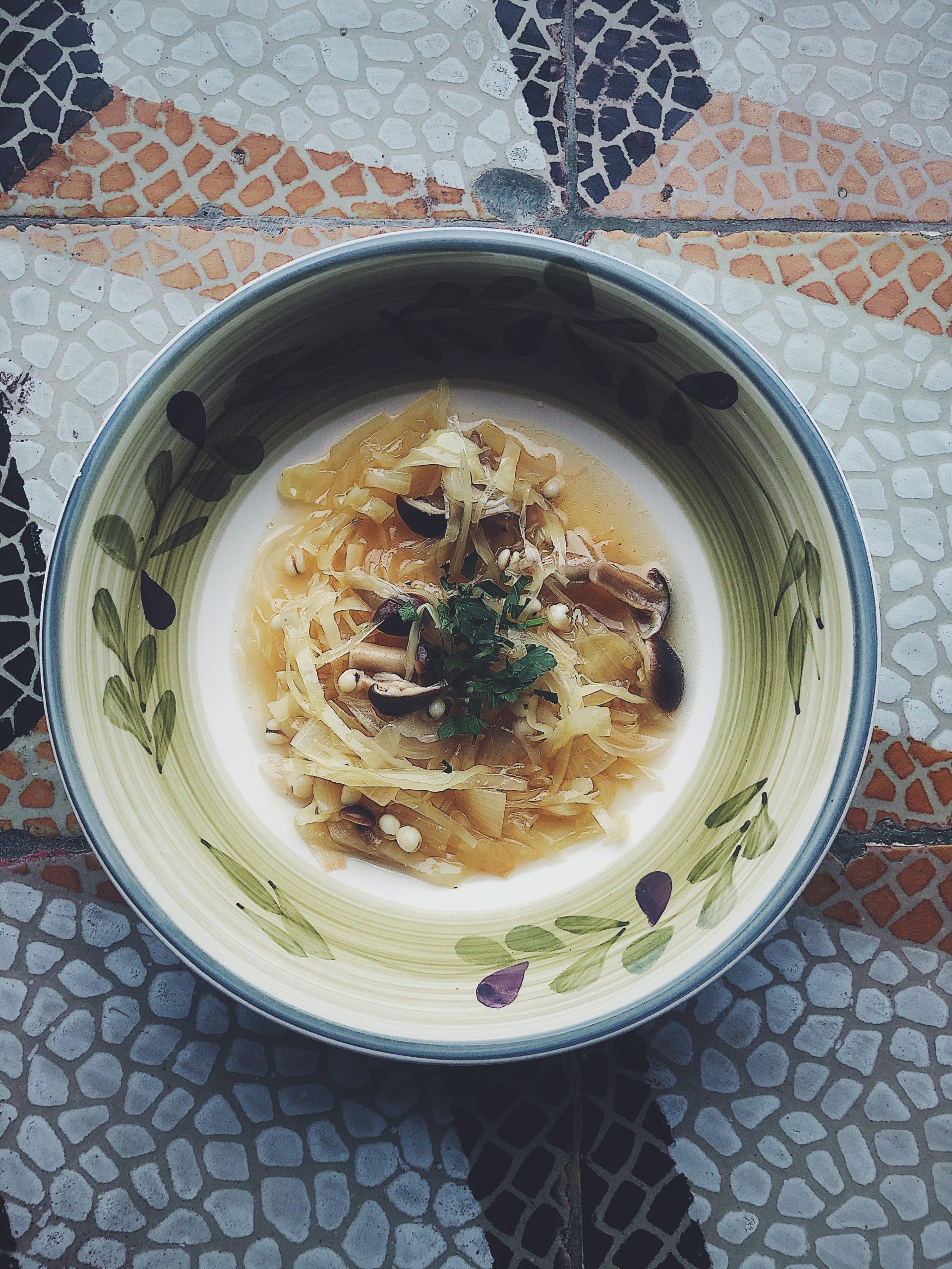 Zupa z kapusty i pioppini