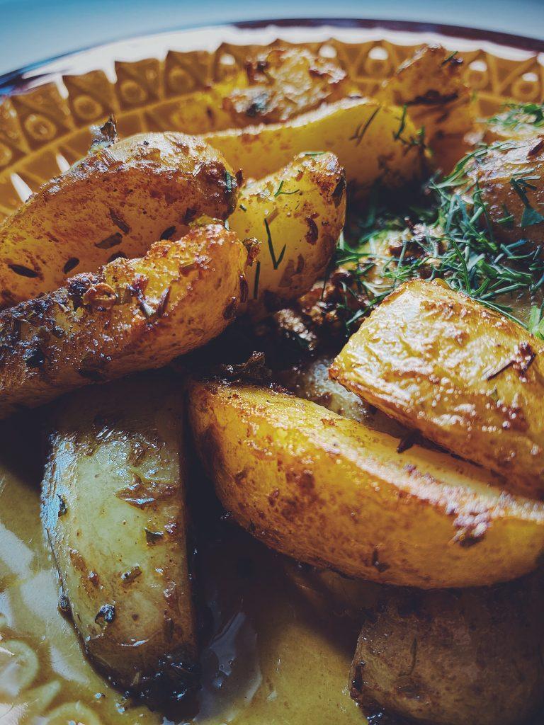 Smażone ziemniaki w sosie Chermoula